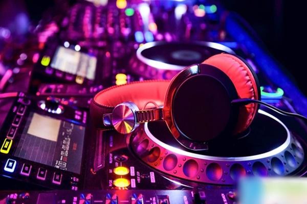 DJ là nghề gì? Tất tần tật thông tin để trở thành một DJ cần nắm rõ